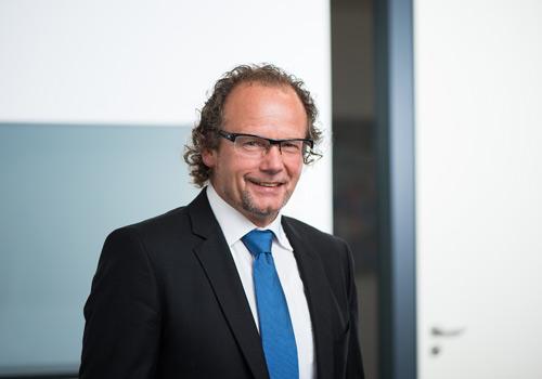 UTH GmbH Ansprechpartner Peter J. UTH